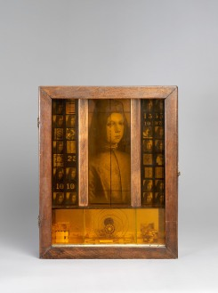Joseph Cornell Untitled (Pinturicchio Boy) 1942 35,4 x 28,4 x 9,8 cm, Potomac, Glenstone Museum © The Joseph and Robert Cornell Memorial Foundation / Bildrecht, Wien, 2015