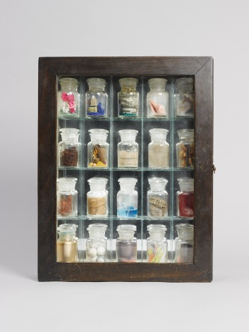Joseph Cornell Pharmacy 1943 Box construction, 38.7 x 30.5 x 7.9 cm Collection Paul Schärer Photo Dominique Uldry, Bern © The Joseph and Robert Cornell Memorial Foundation / Bildrecht, Wien, 2015