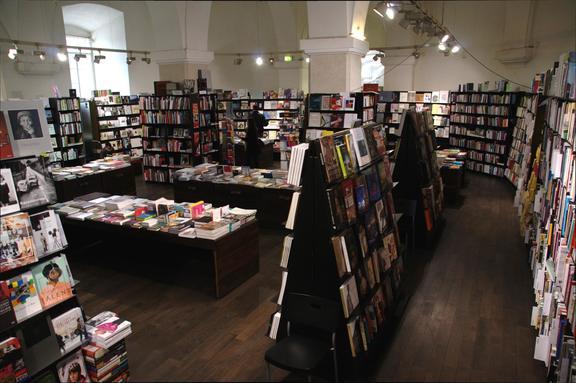 interior of the Buchhandlung Walther König bookshop © http://esel.at